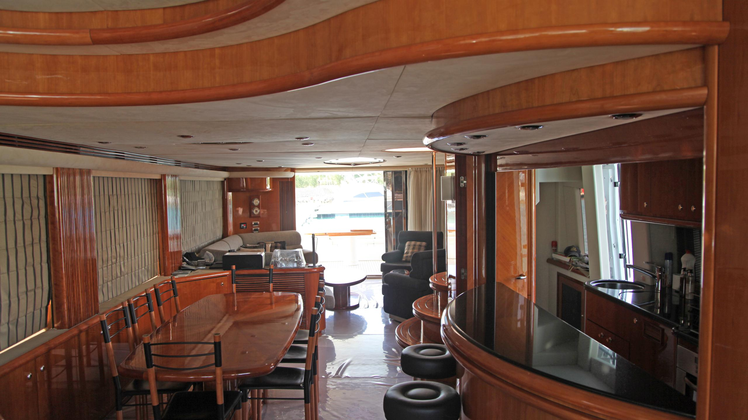 sunseeker-94-yacht-saloon