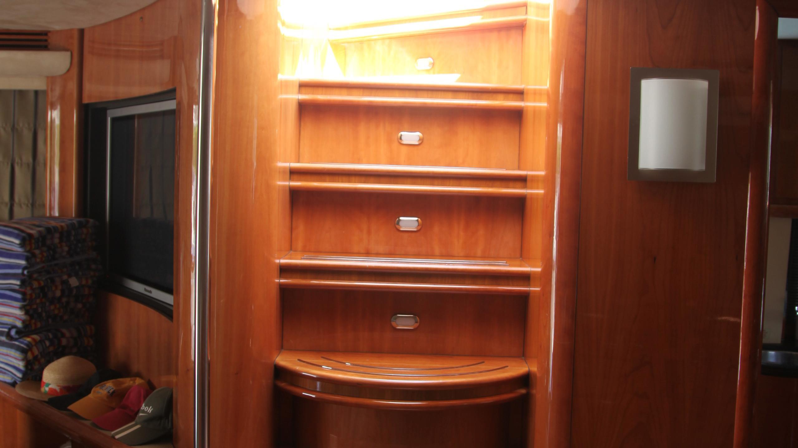 sunseeker-94-yacht-staircase