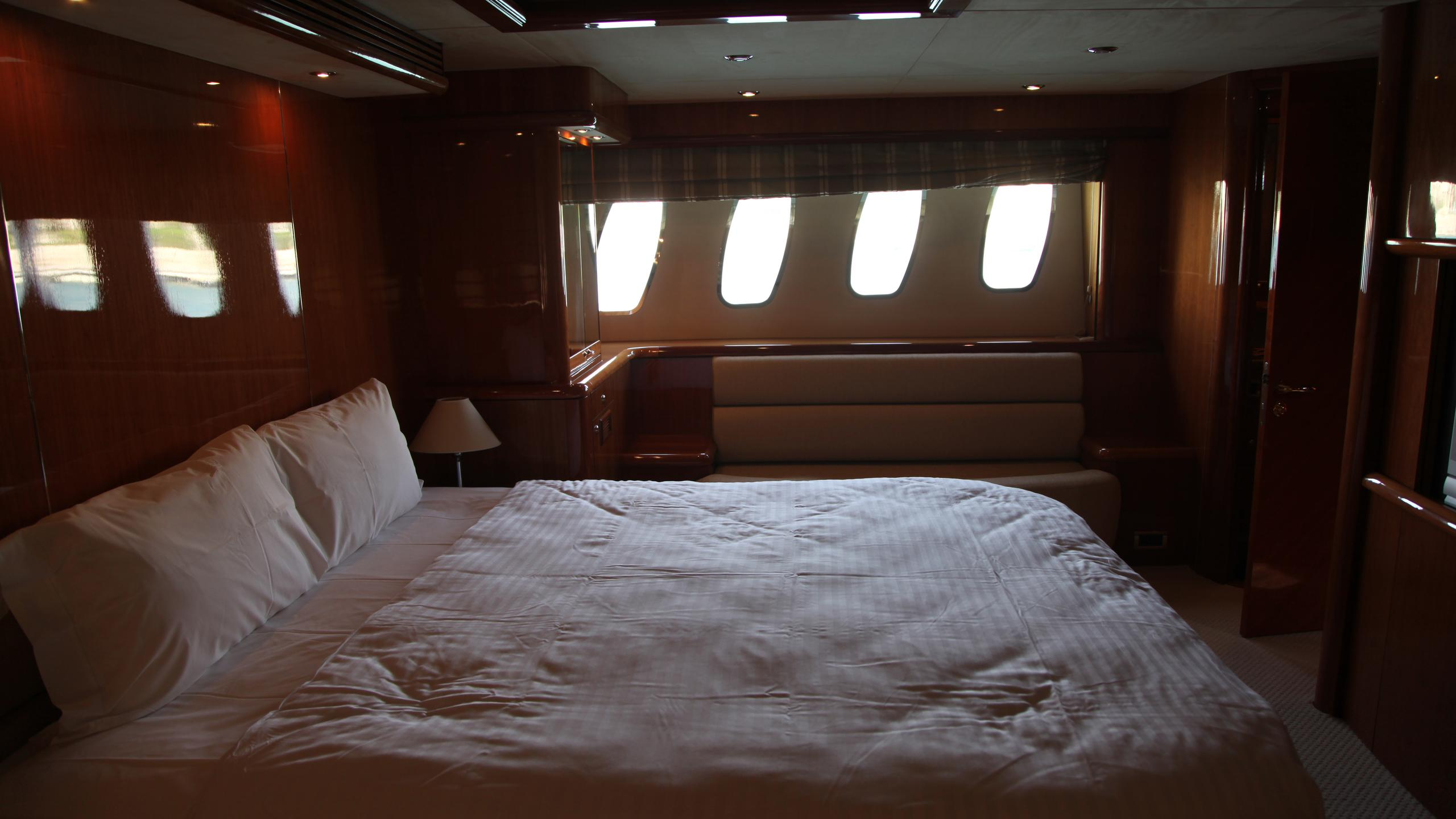 sunseeker-94-yacht-double-cabin