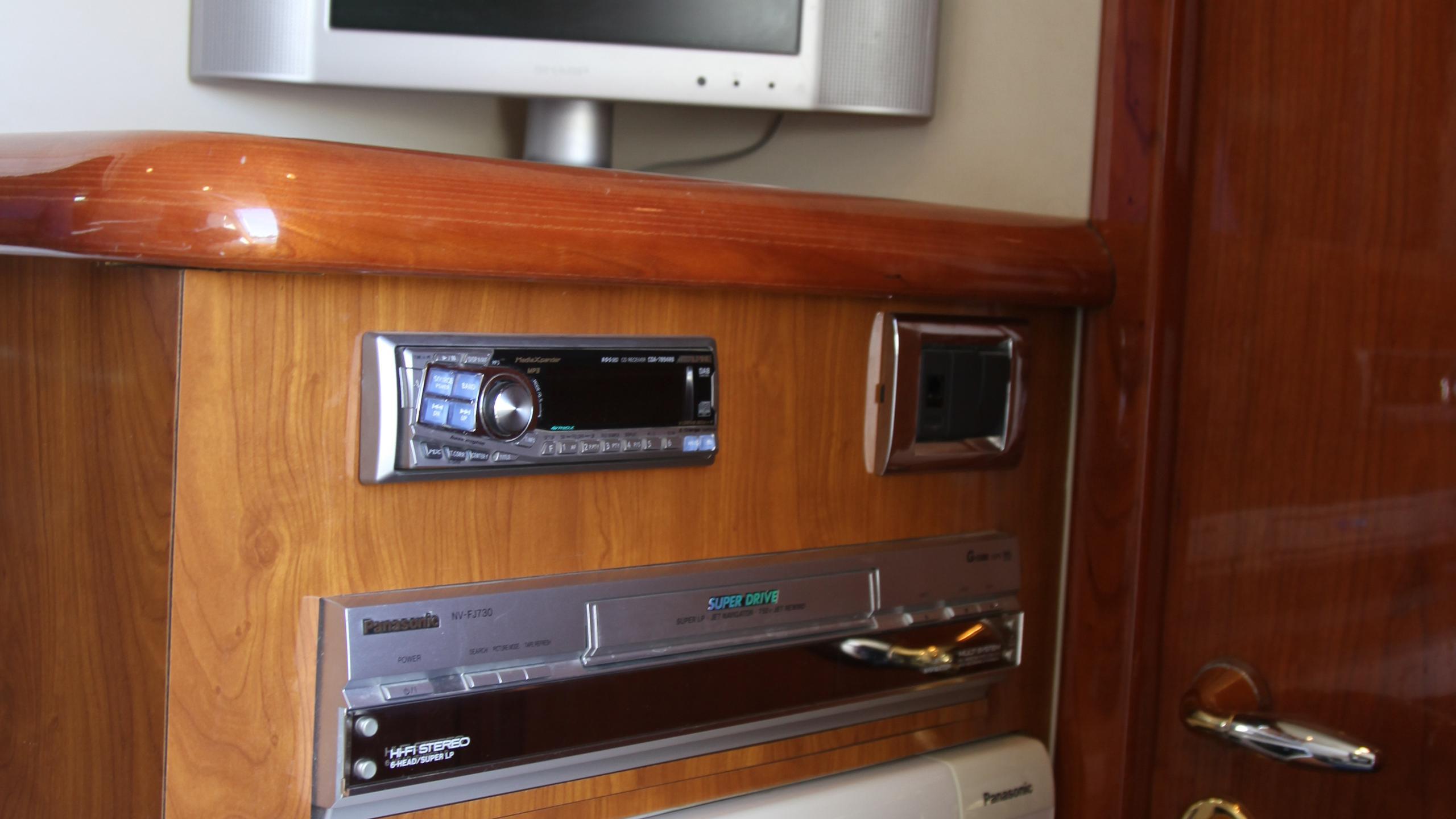 sunseeker-94-yacht-entertainment