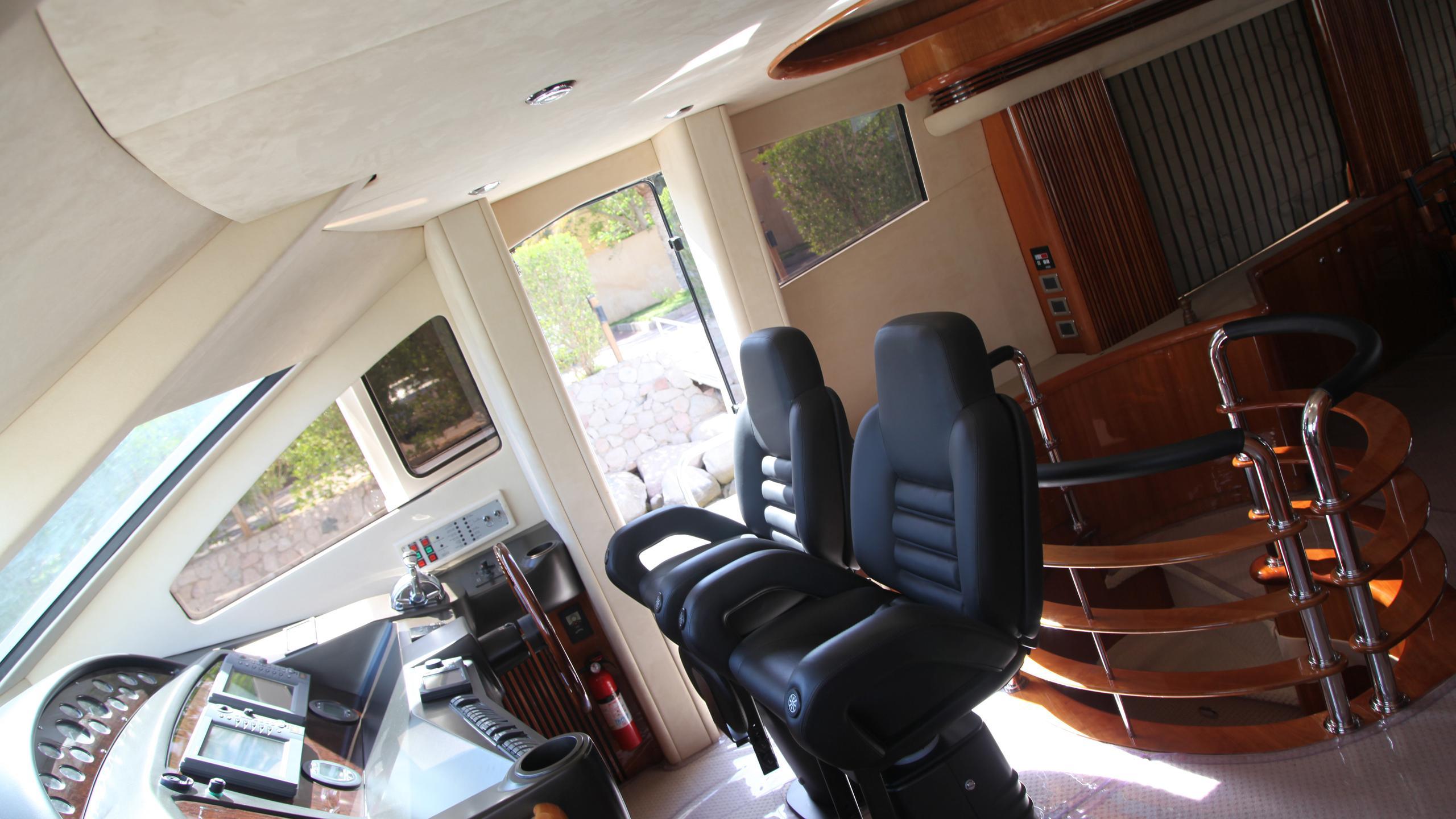 sunseeker-94-yacht-helm