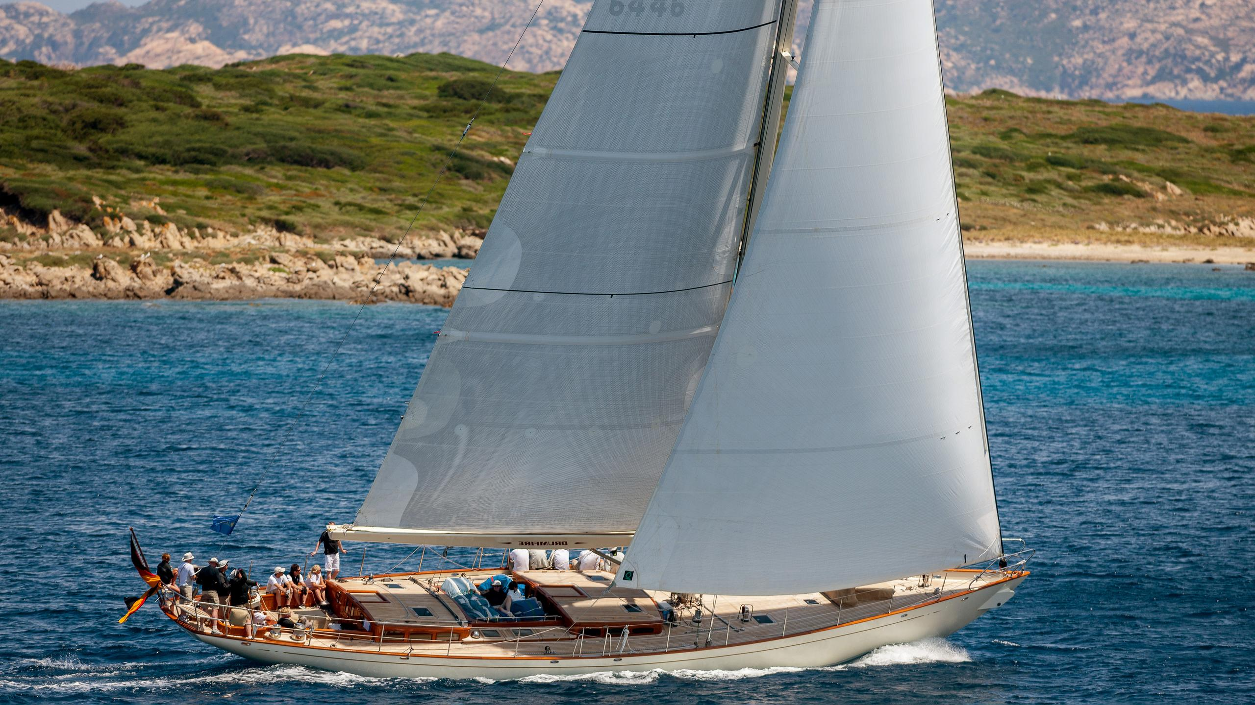 drumfire-yacht-for-sale