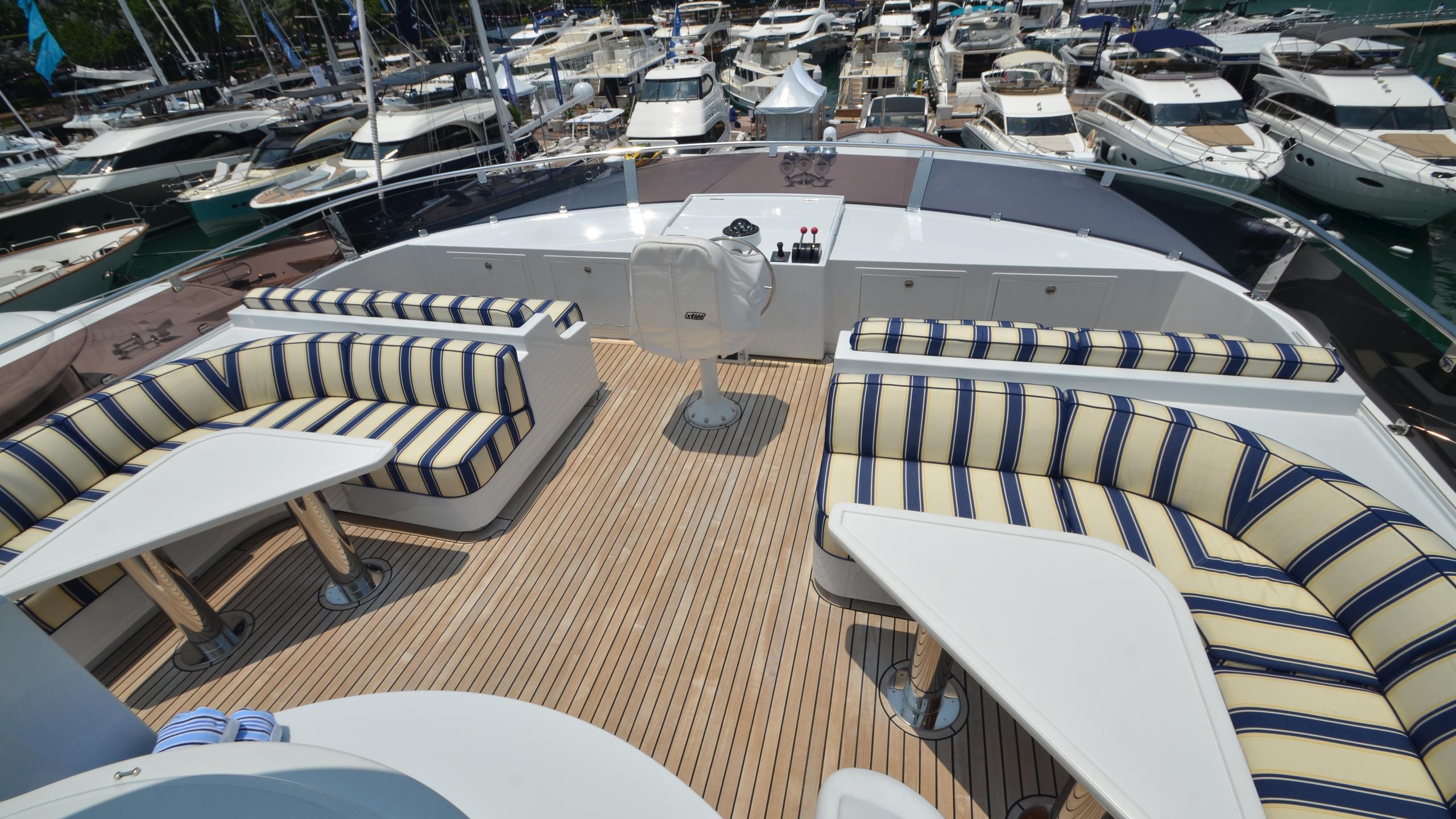 moon-sand-yacht-fly-deck