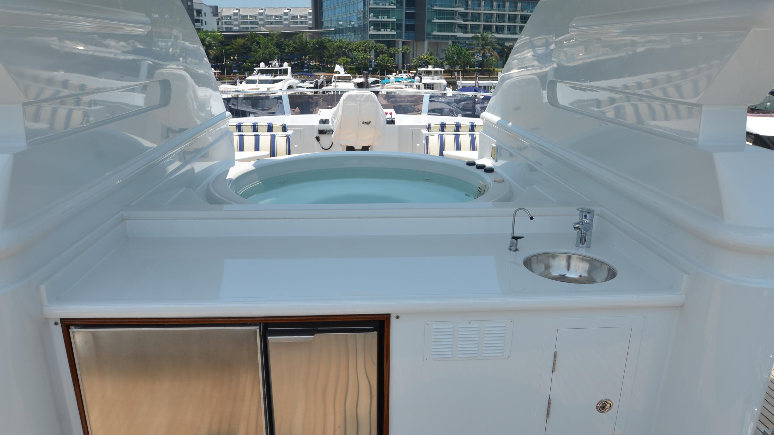 moon-sand-yacht-jacuzzi