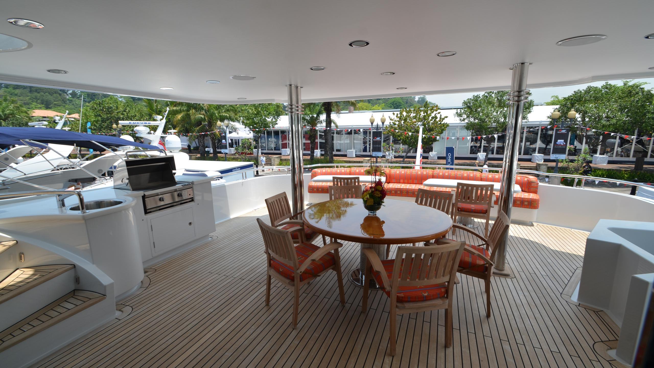 moon-sand-yacht-upper-deck-dining