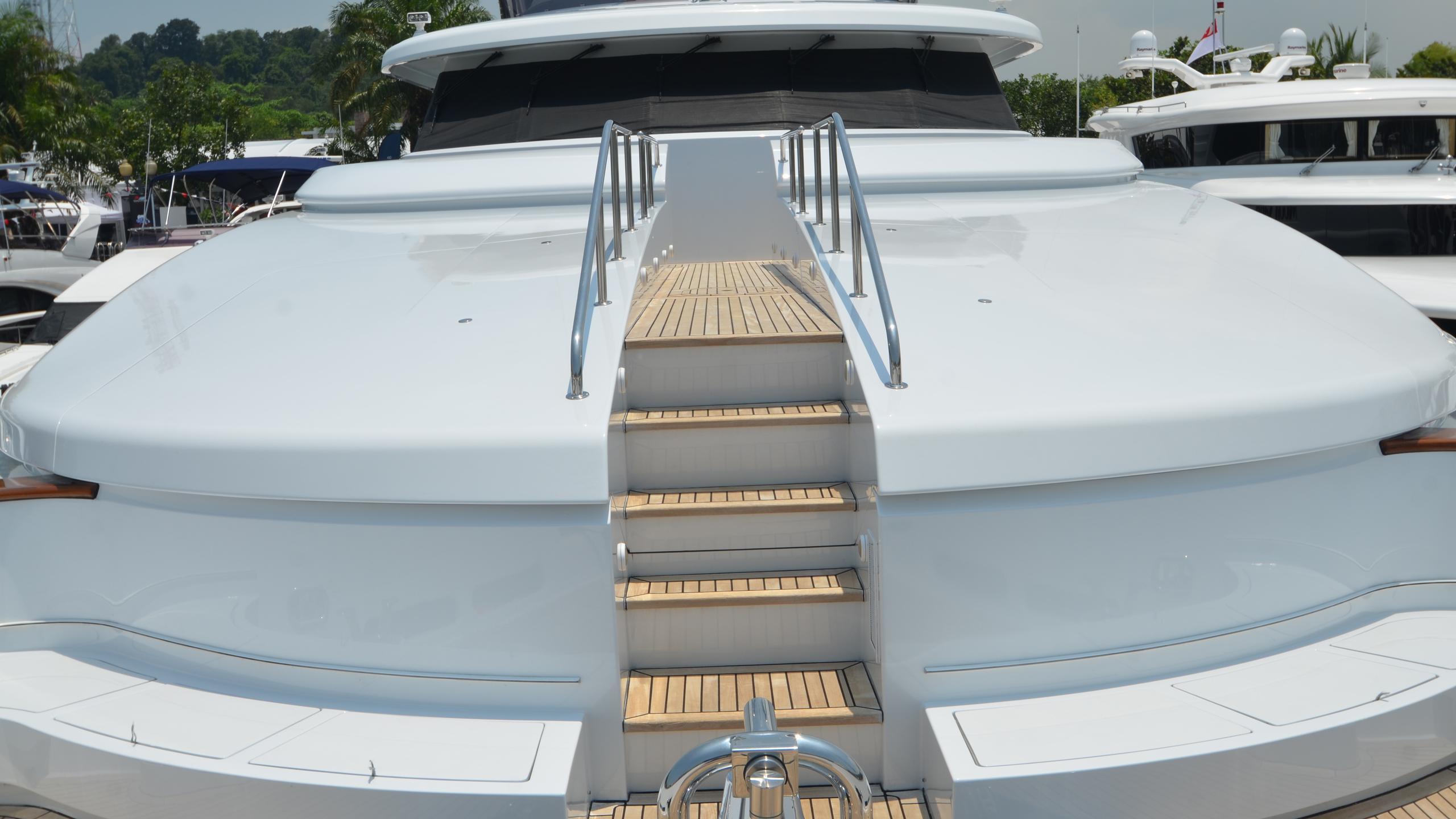 moon-sand-yacht-foredeck