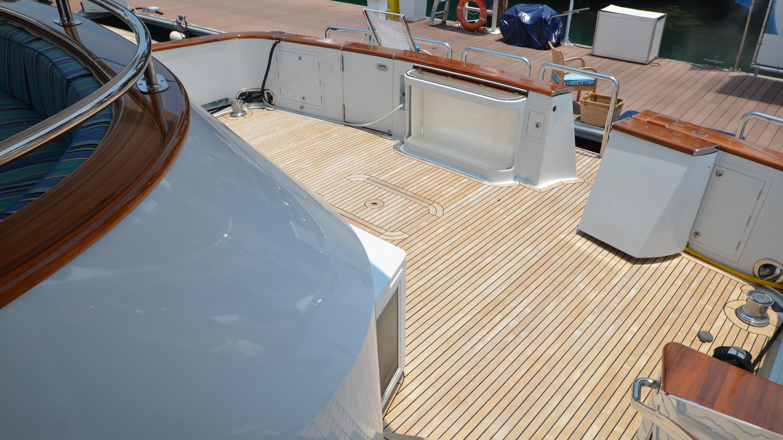 moon-sand-yacht-aft-deck