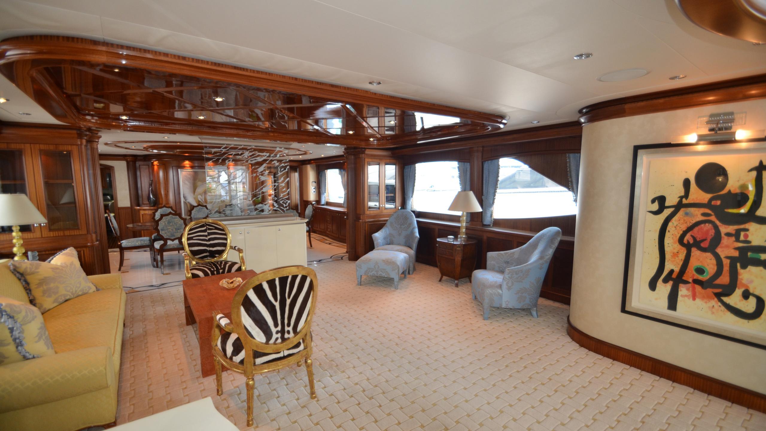 moon-sand-yacht-saloon