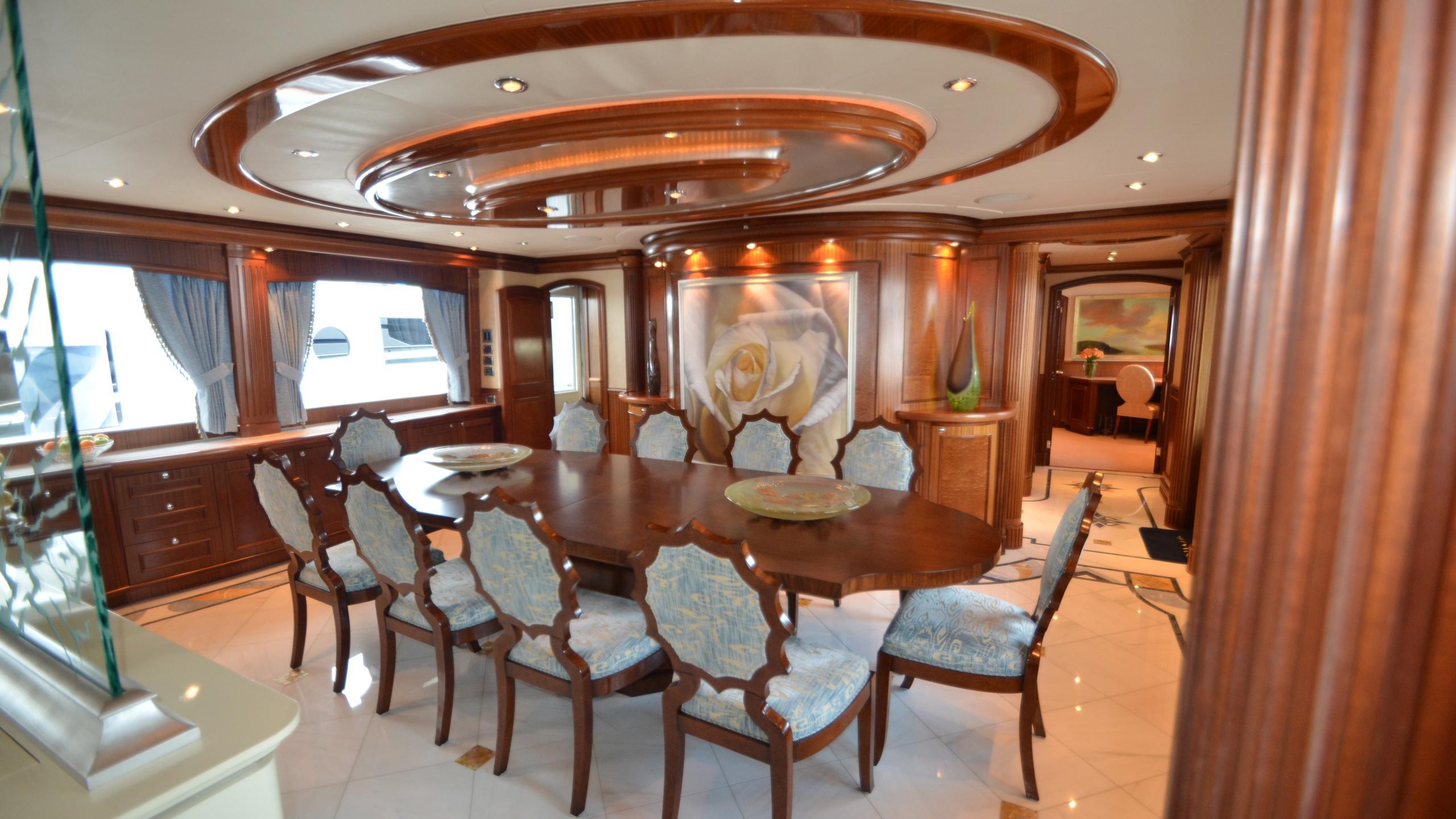 moon-sand-yacht-formal-dining