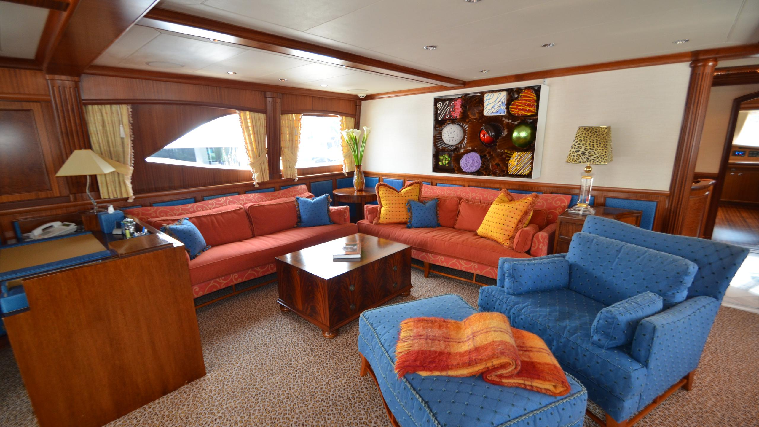 moon-sand-yacht-lounge