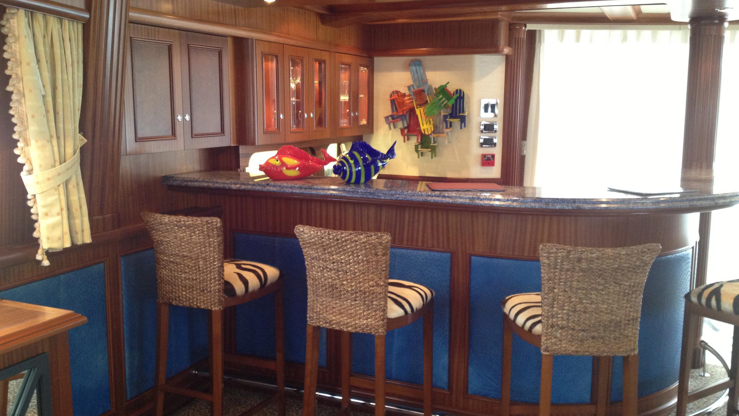 moon-sand-yacht-bar