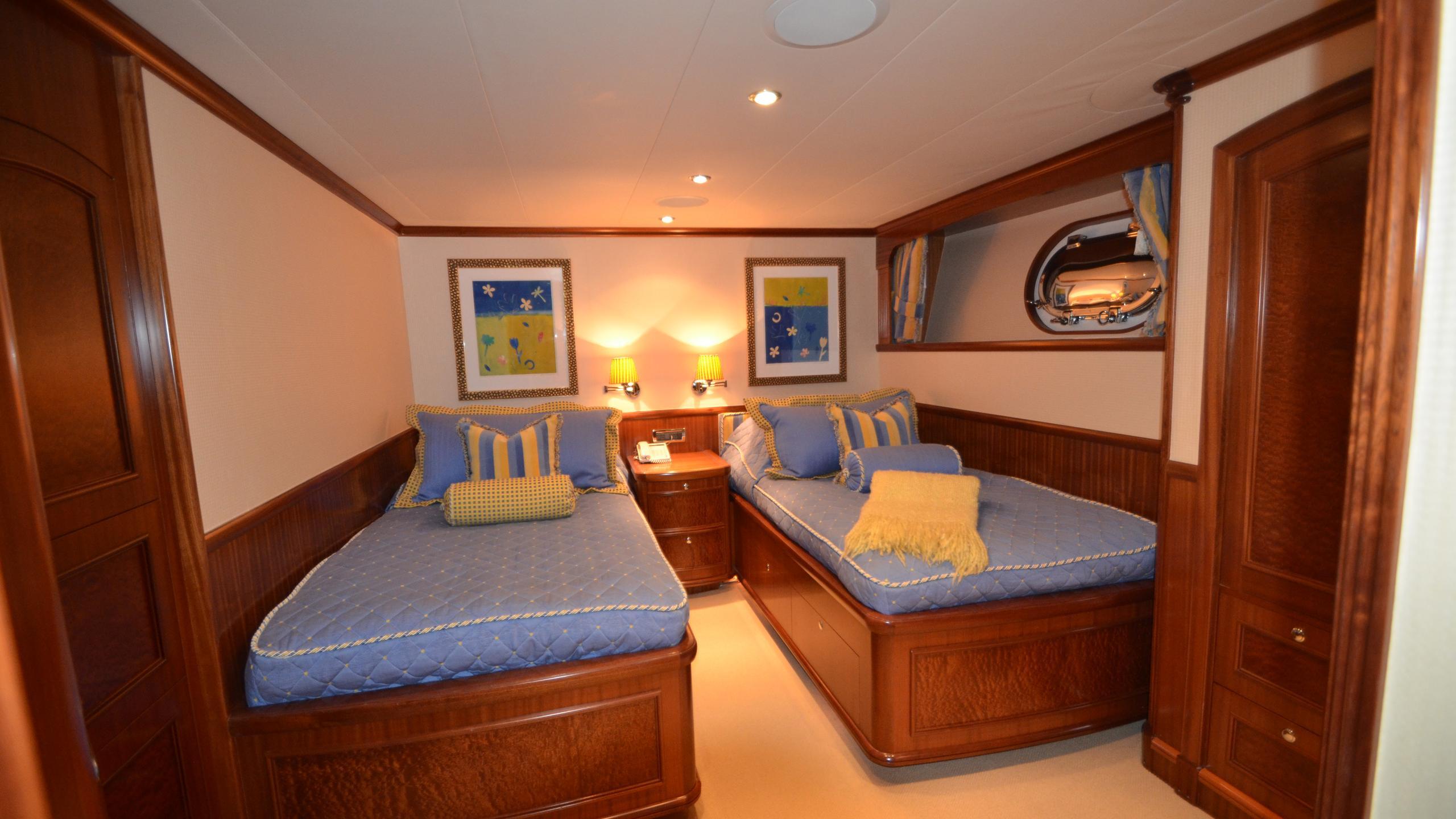 moon-sand-yacht-twin-cabin