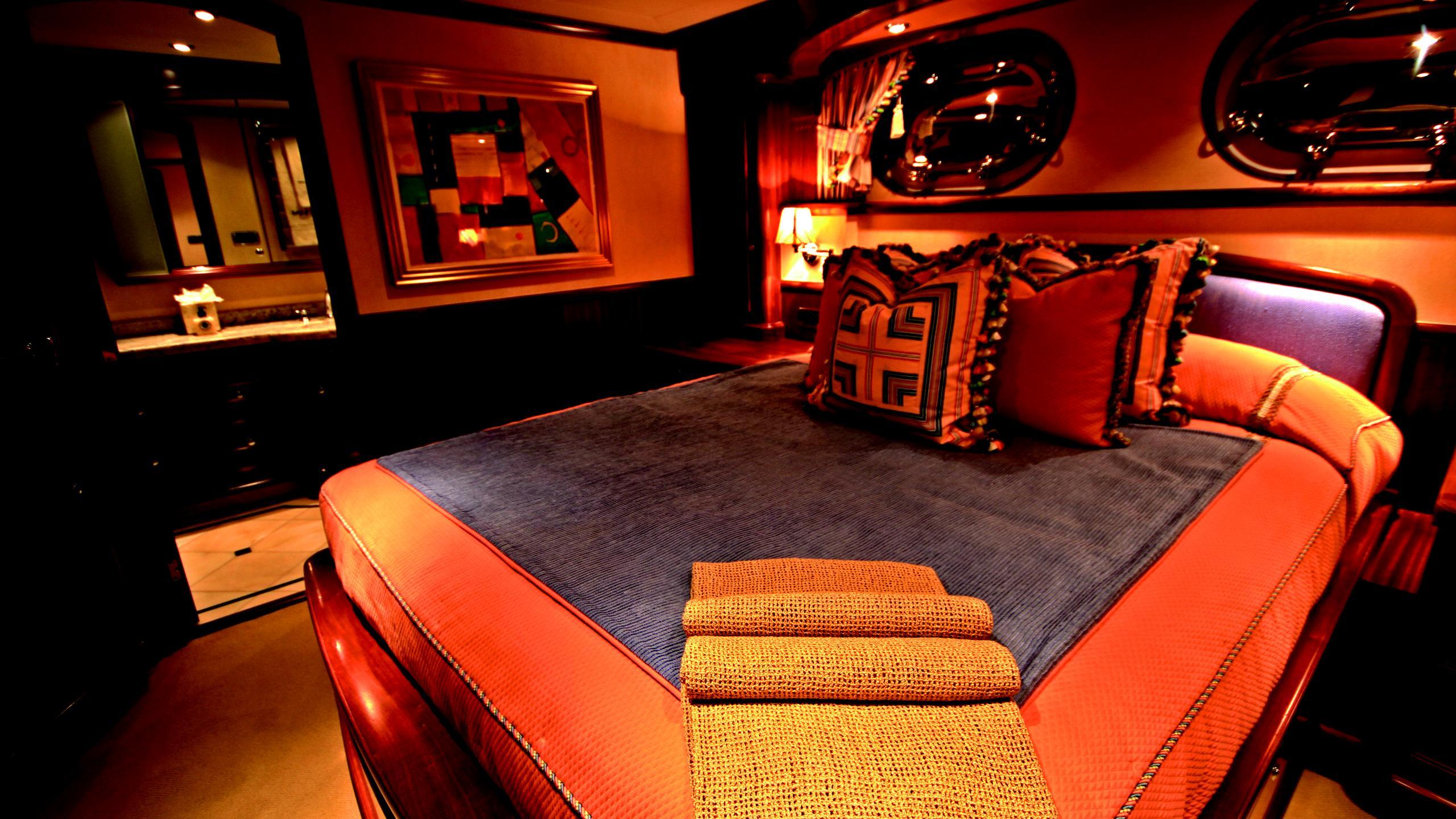 moon-sand-yacht-double-cabin