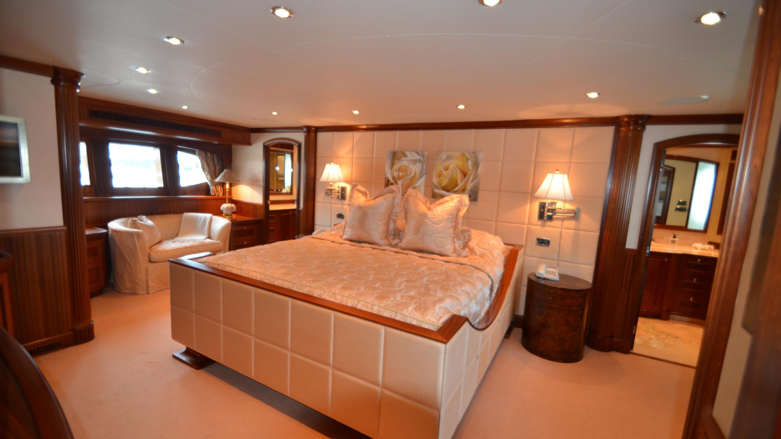 moon-sand-yacht-master-cabin