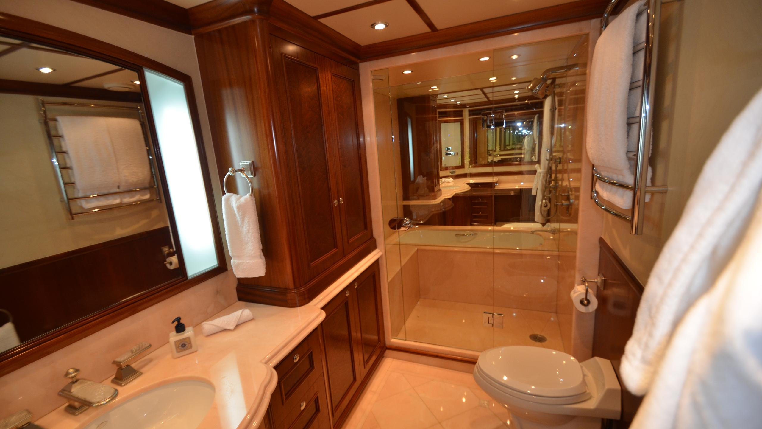 moon-sand-yacht-master-bathroom