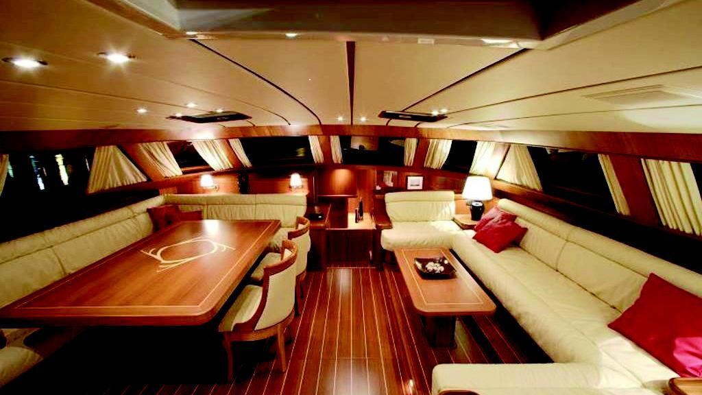 farewell-yacht-saloon