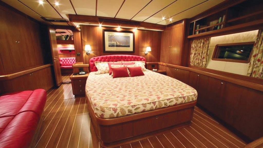 farewell-yacht-double-cabin