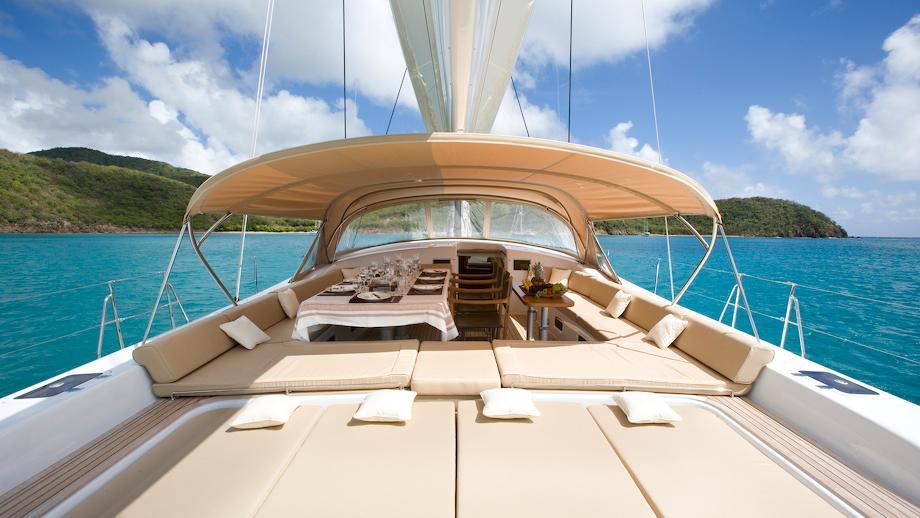 rapture-yacht-sun-deck