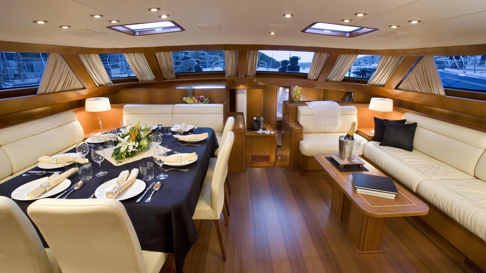 rapture-yacht-saloon