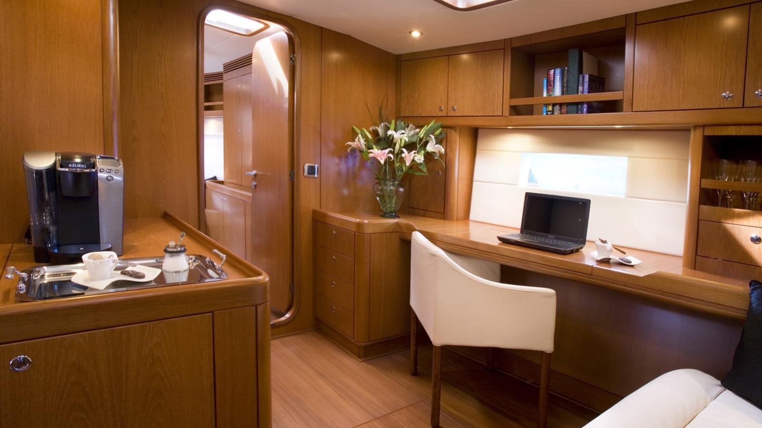 rapture-yacht-office