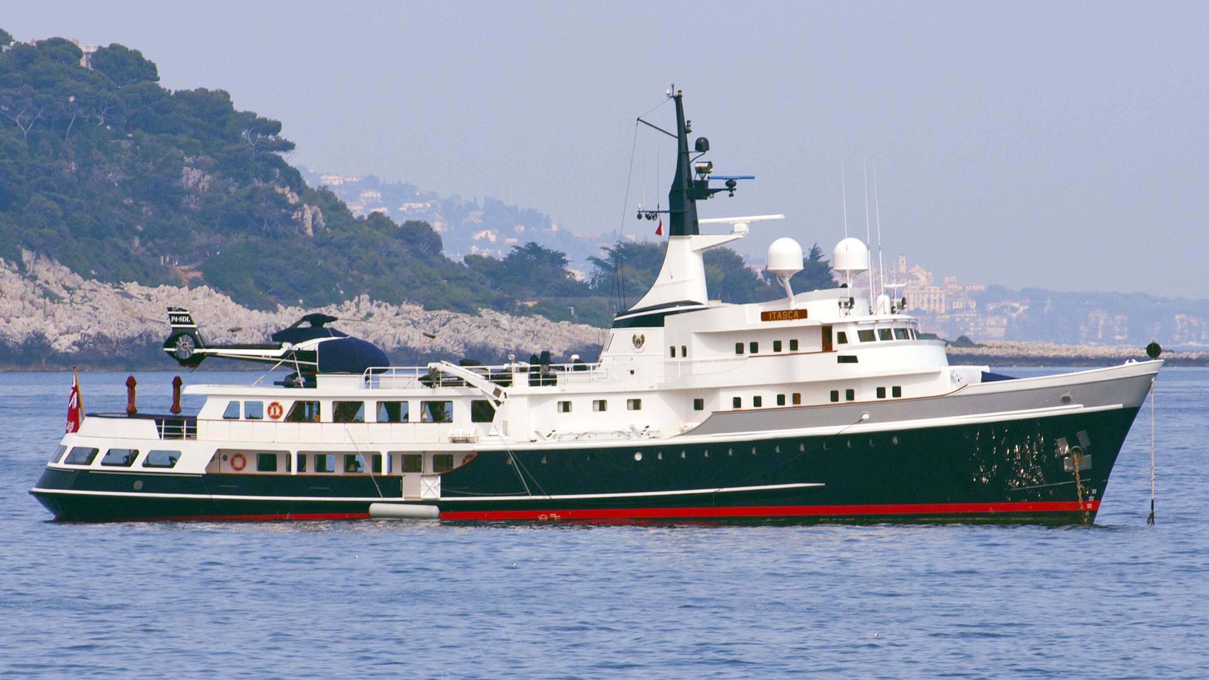 itasca-yacht-exterior