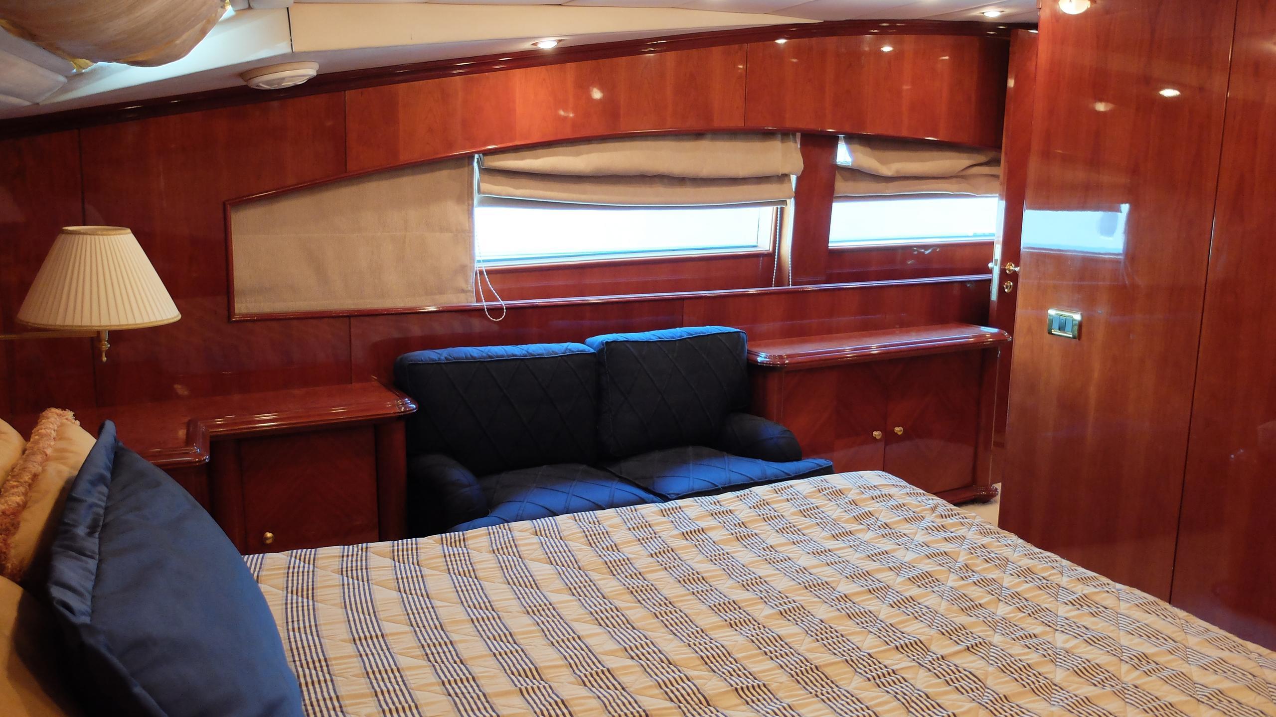 dream-yacht-double-cabin