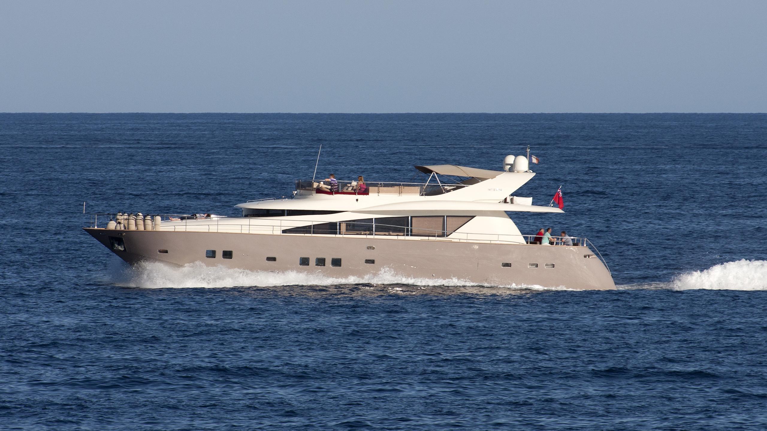 soja-yacht-exterior
