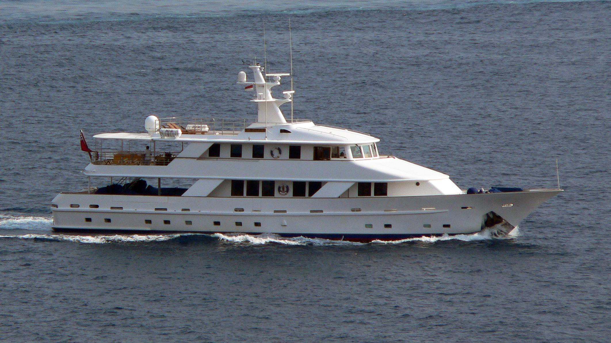 5-fishes-yacht-exterior