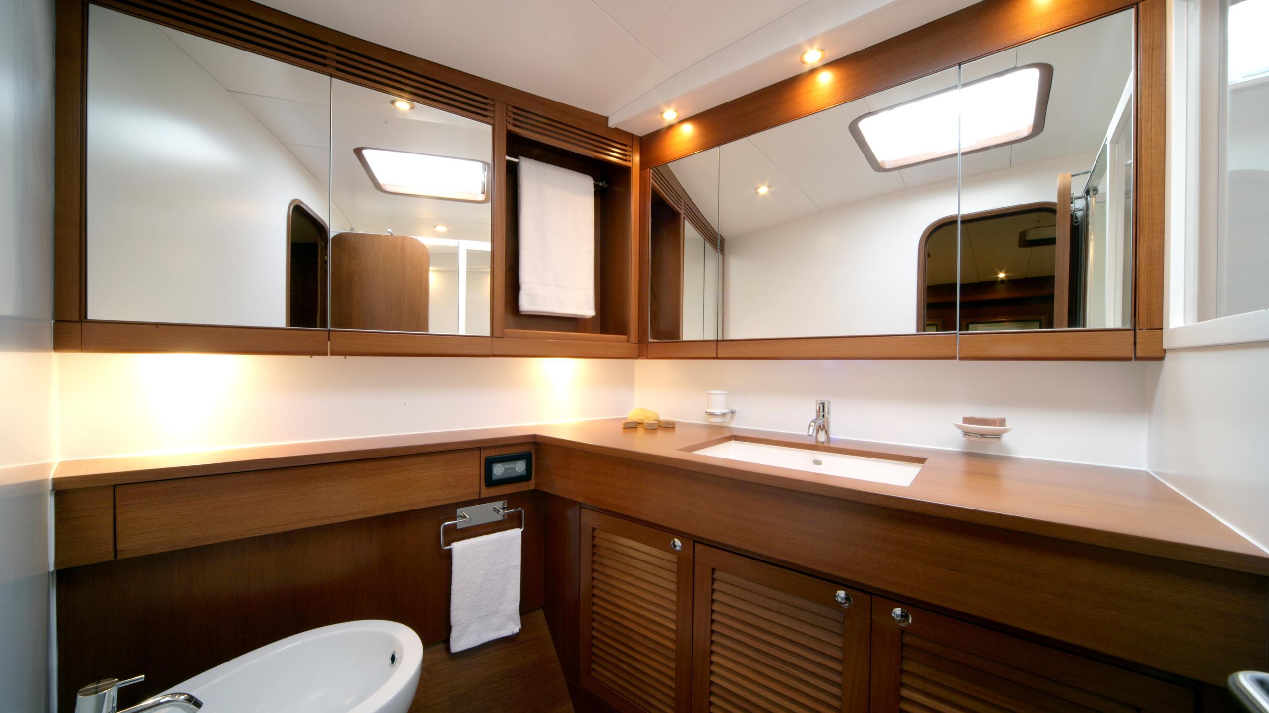 si vis pacem sailing yacht southern wind shipyard 24m 2005 bathroom