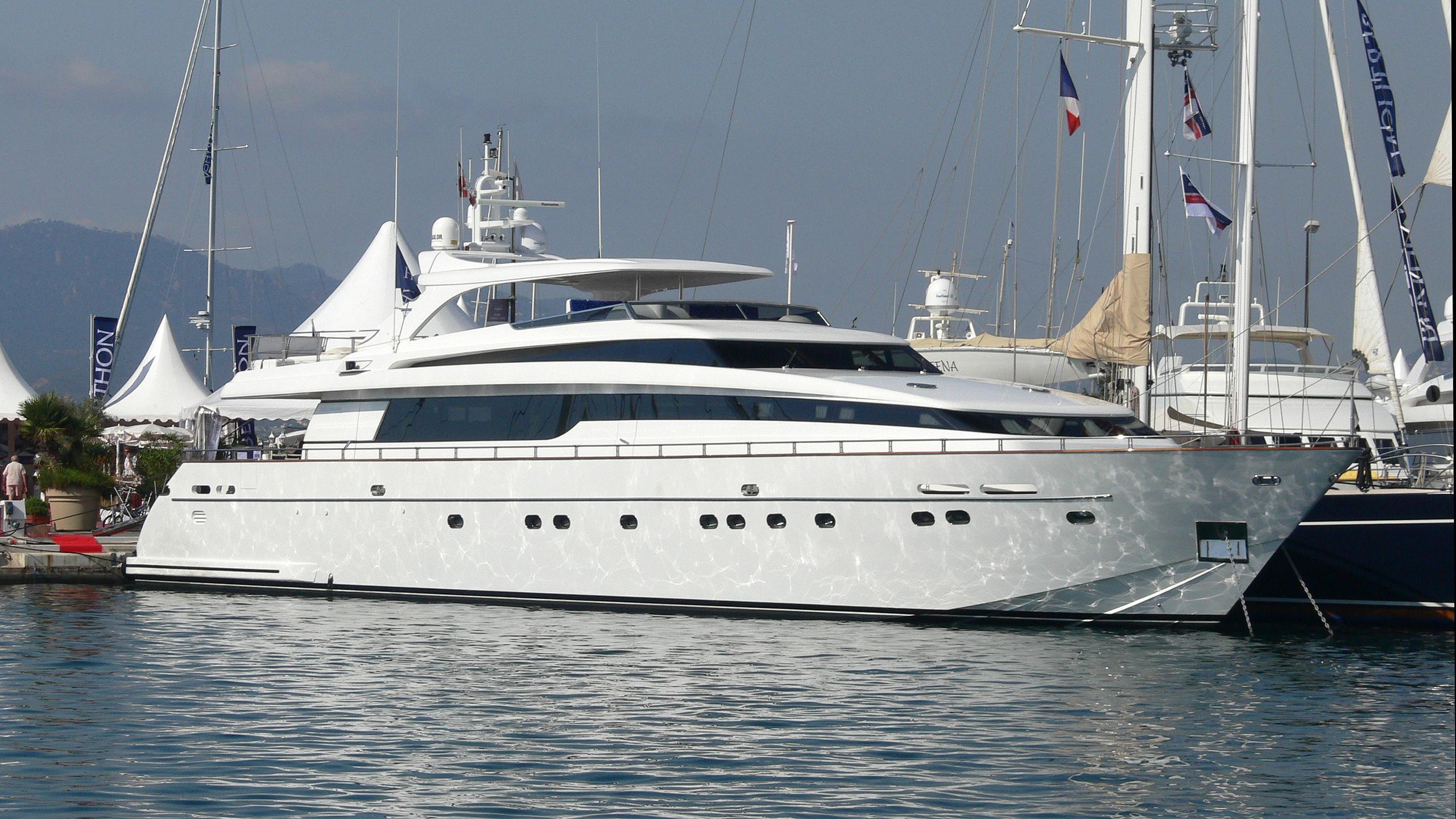titan-ii-yacht-exterior