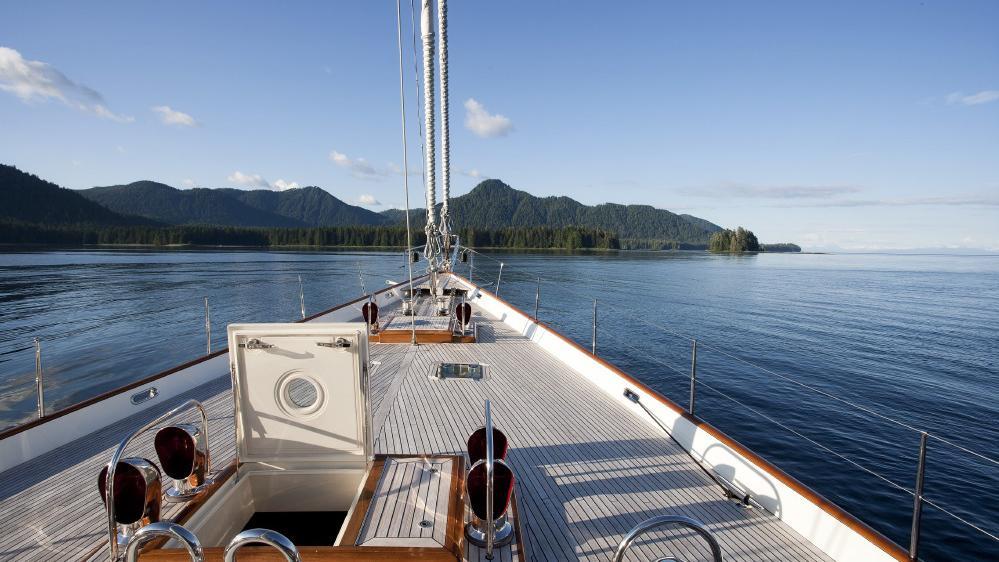 foftein-ii-yacht-bow-deck