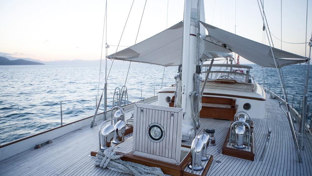 foftein-ii-yacht-main-deck