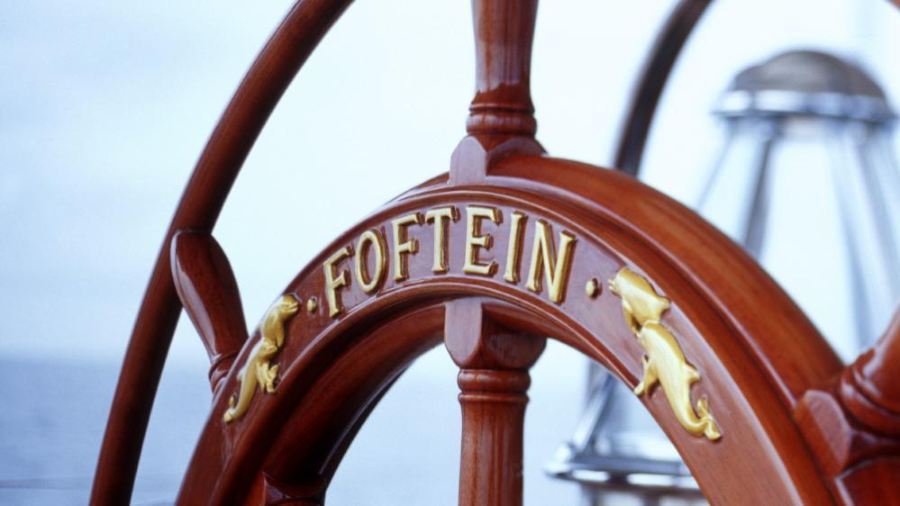 foftein-ii-yacht-helm
