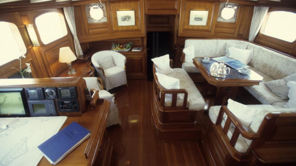 foftein-ii-yacht-saloon