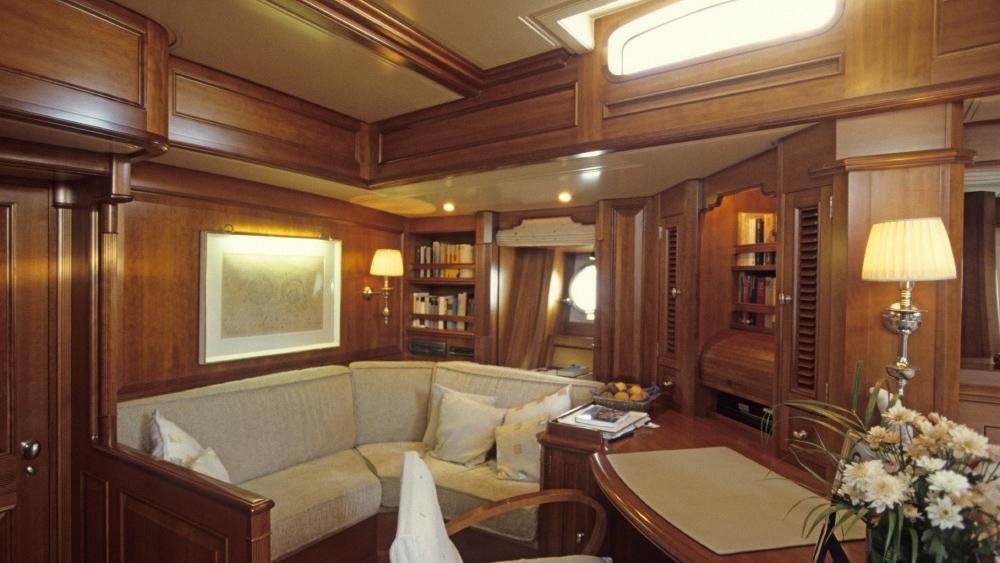foftein-ii-yacht-twin-cabin-lounge