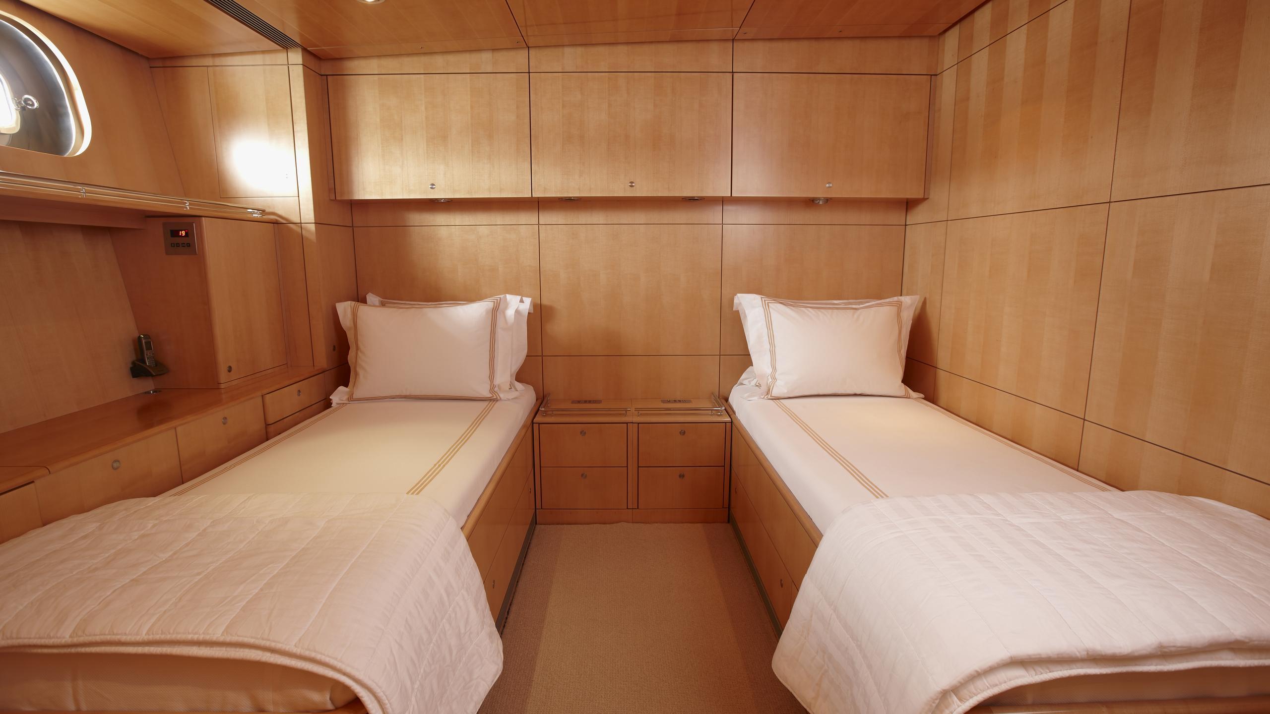 unfurled-yacht-twin-cabin
