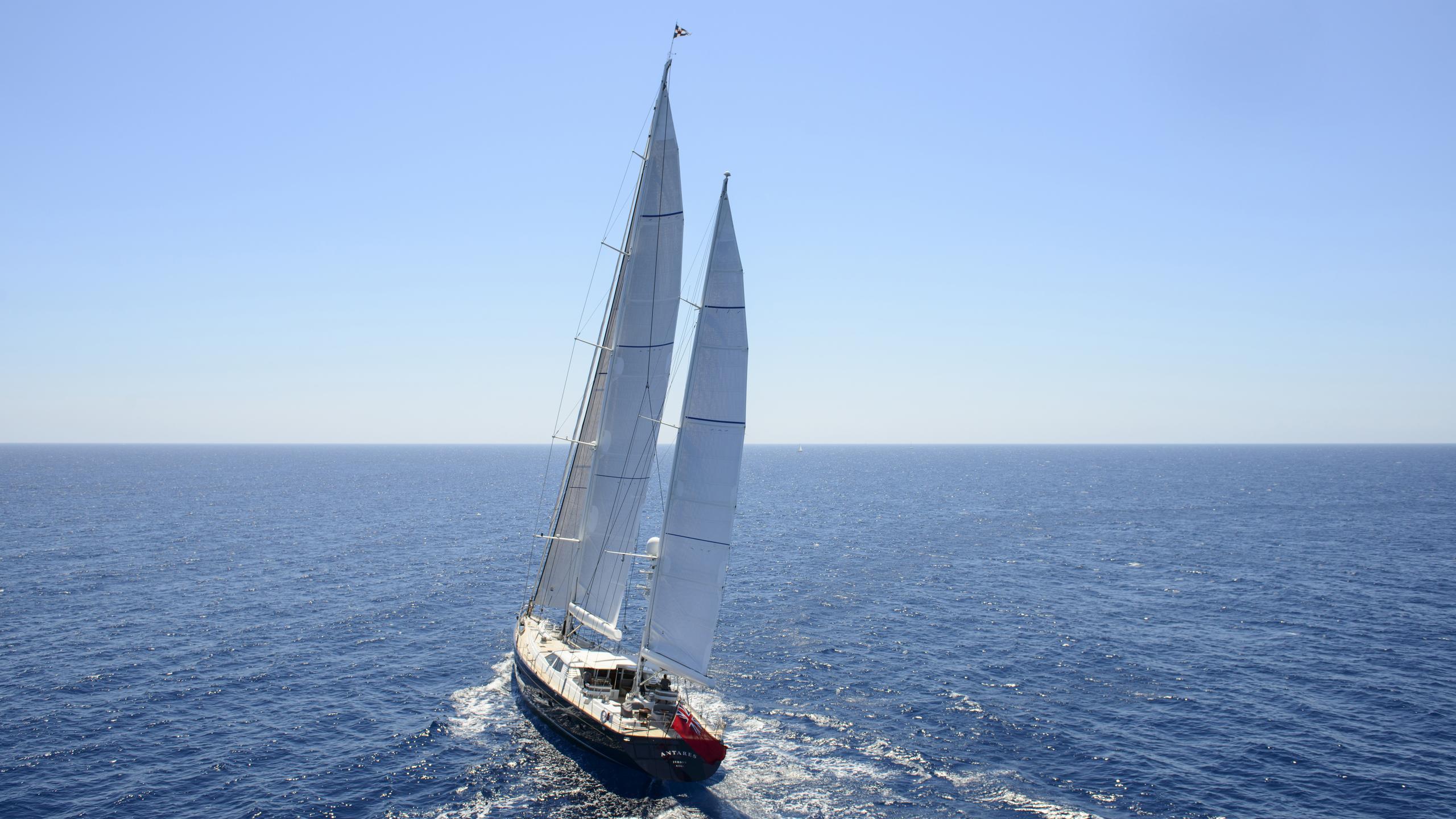 antares-yacht-sailing