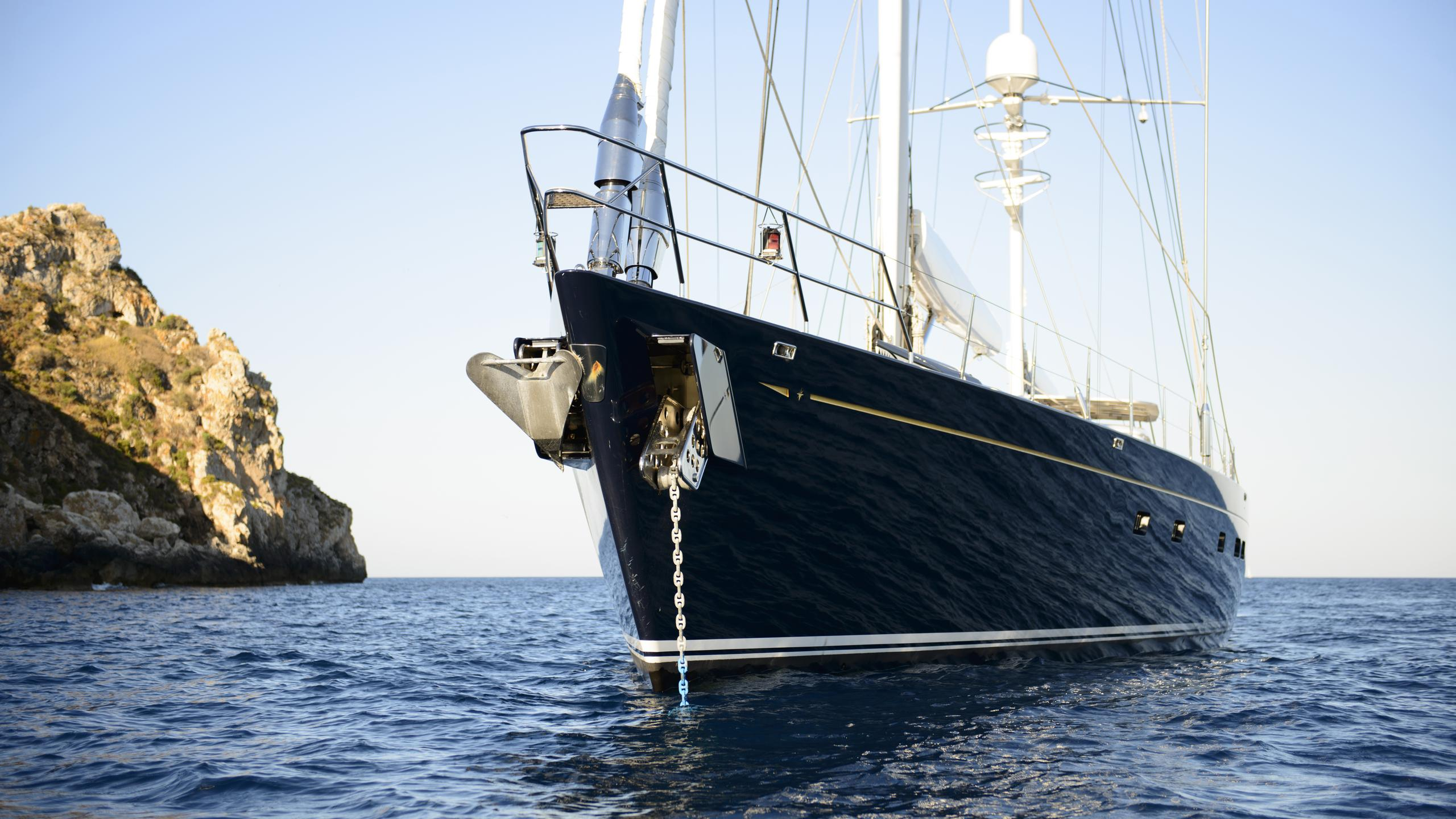 antares-yacht-bow