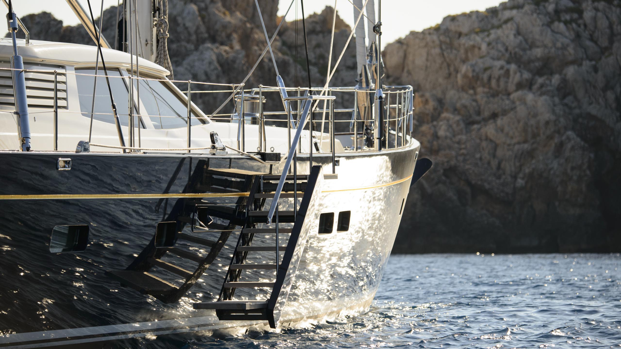 antares-yacht-profile-near