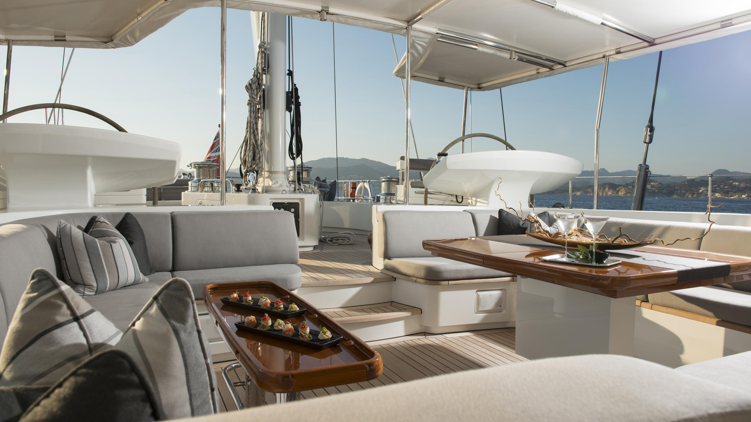 antares-yacht-aft-dining