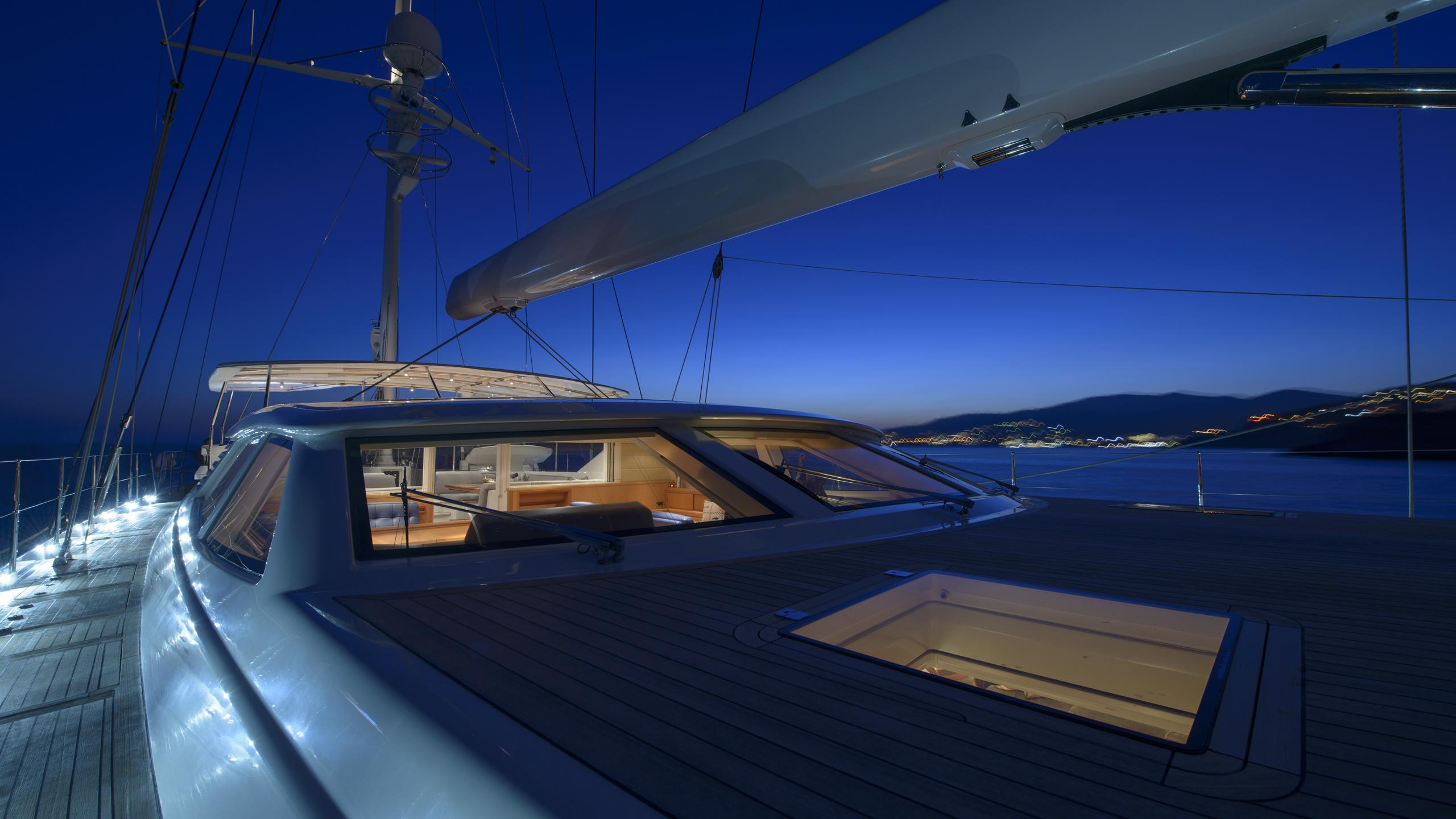 antares-yacht-deck