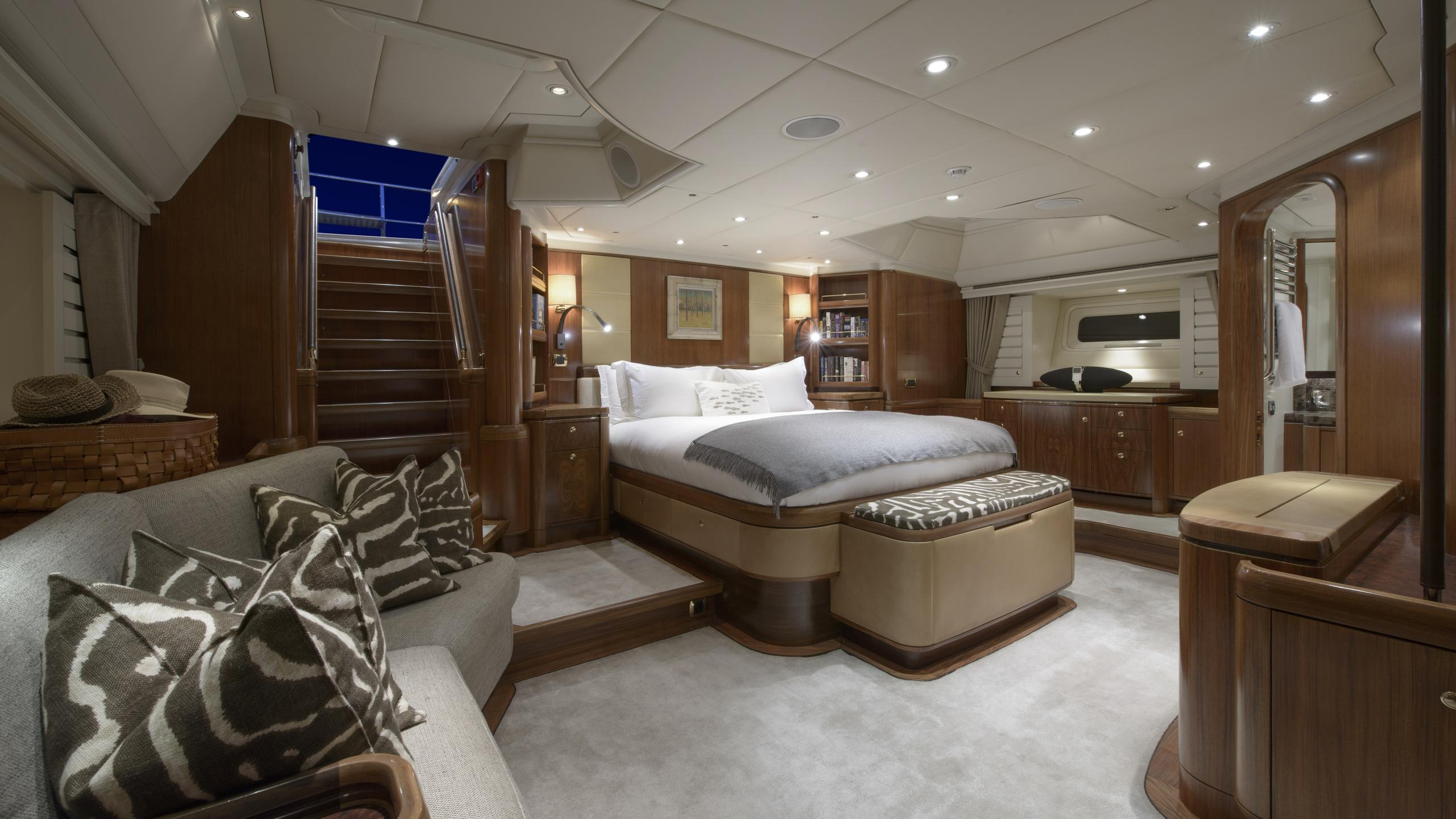 antares-yacht-master-cabin