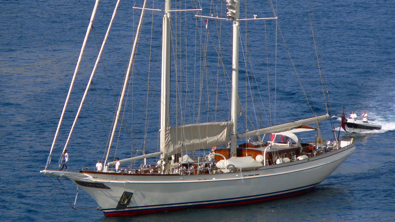 lethantia-yacht-exterior