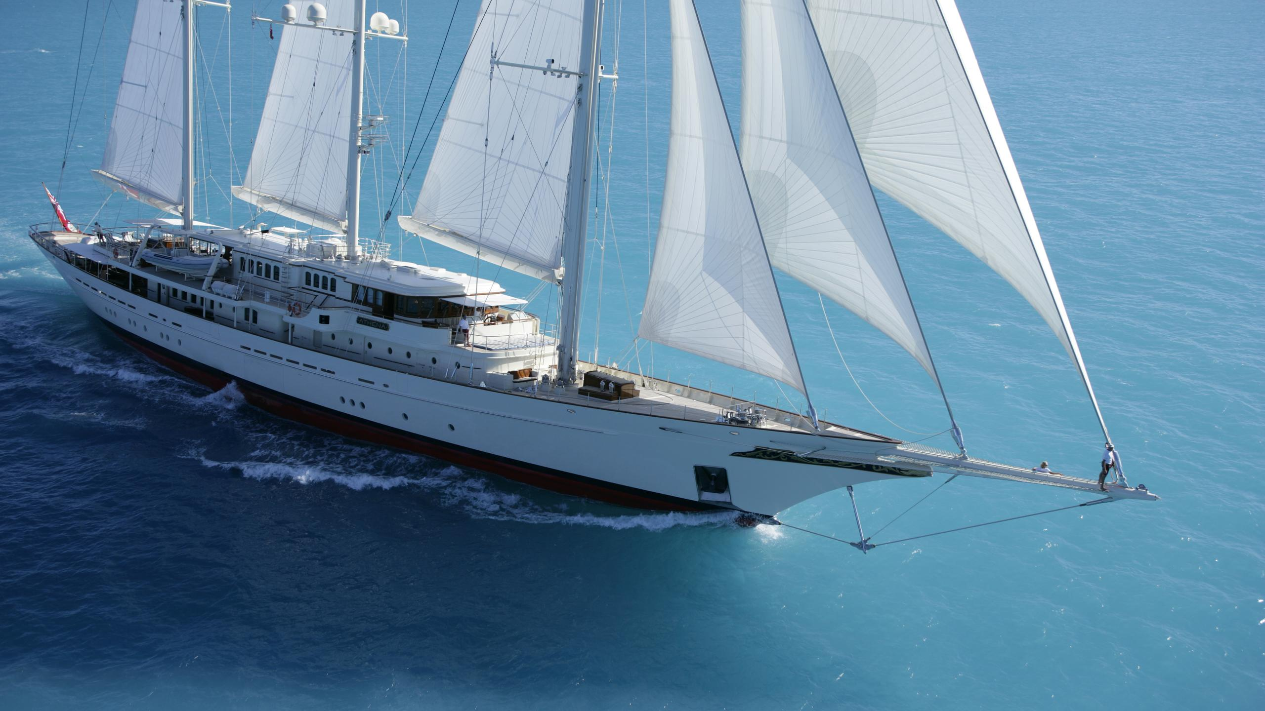 athena-yacht-at-sea