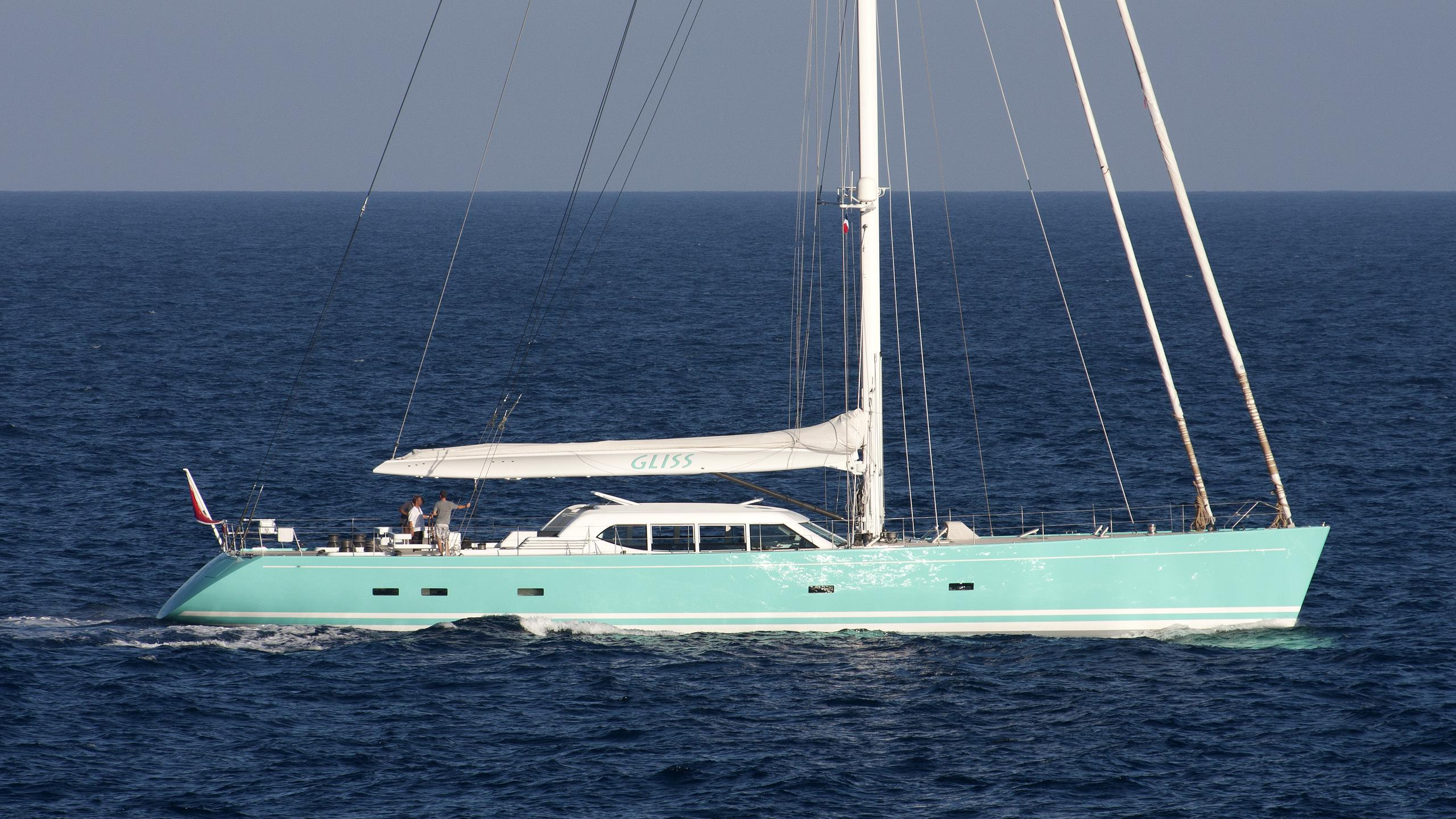 gliss-yacht-exterior