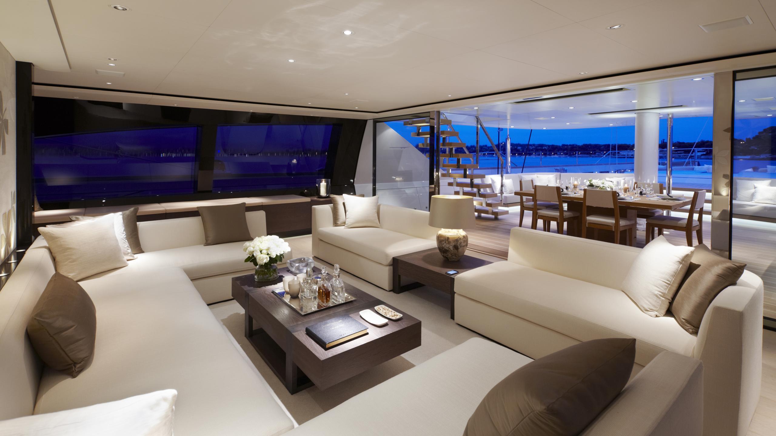 twizzle-yacht-saloon