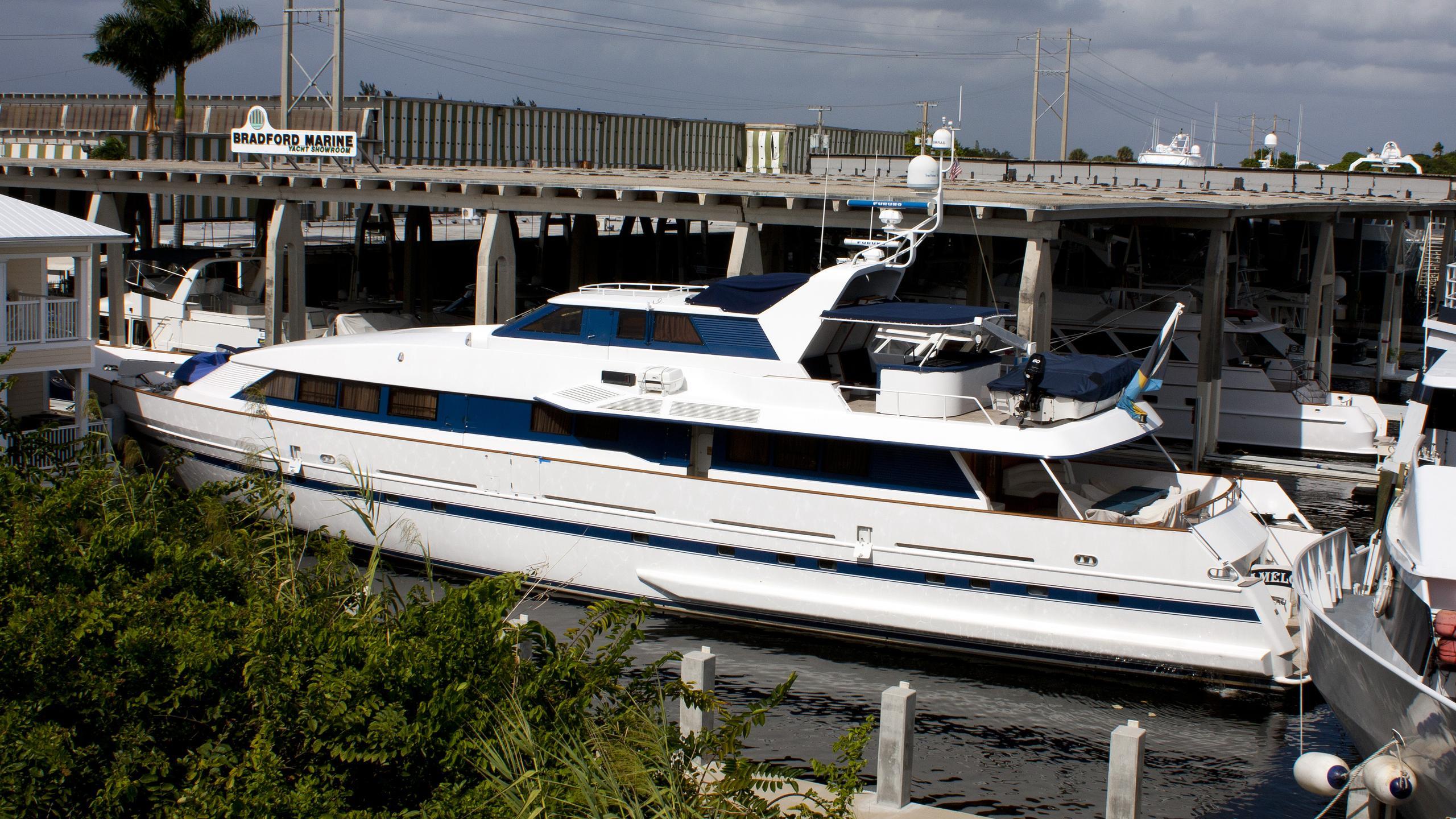 salt-dancer-yacht-exterior