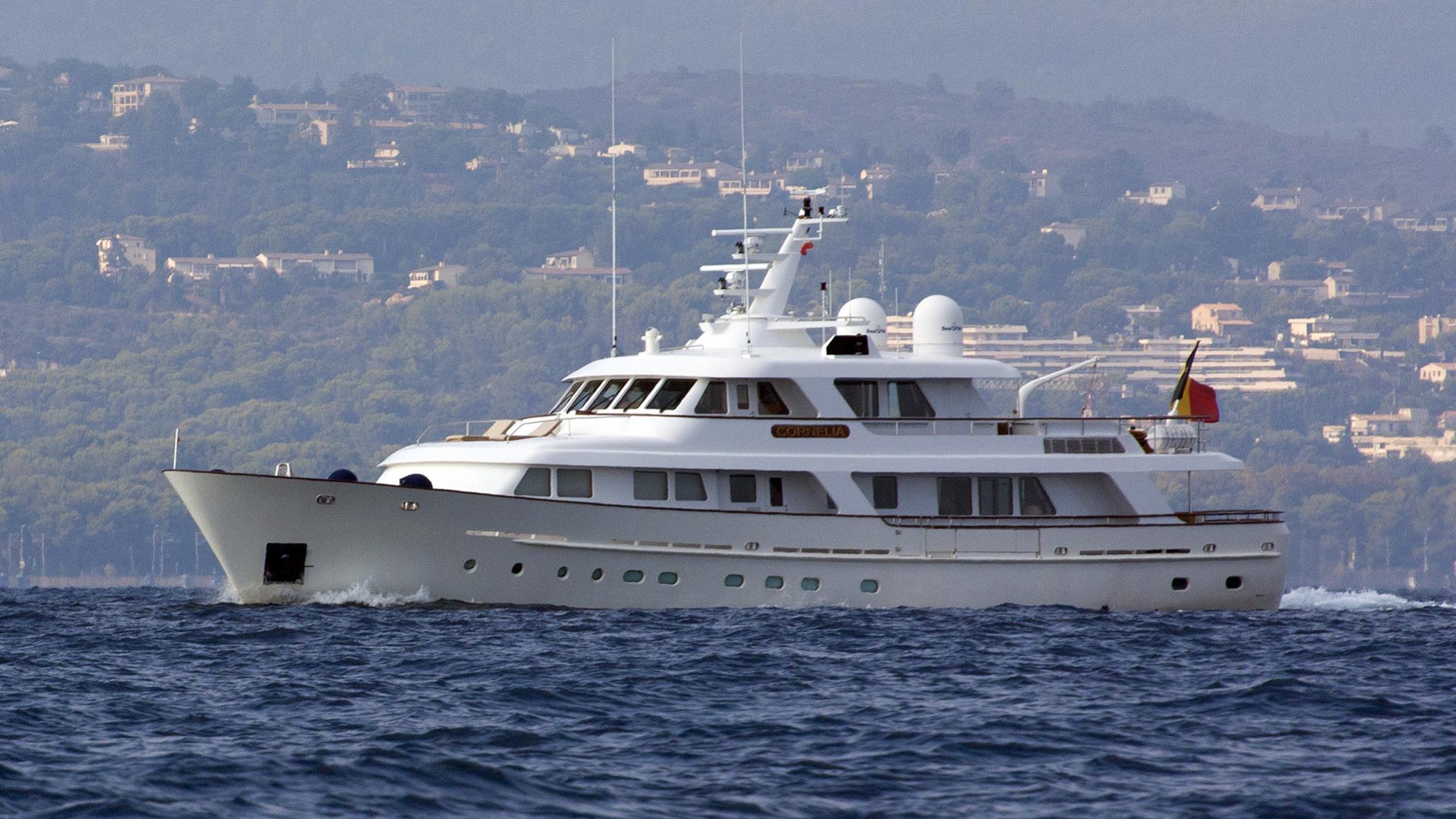 cornelia-yacht-exterior