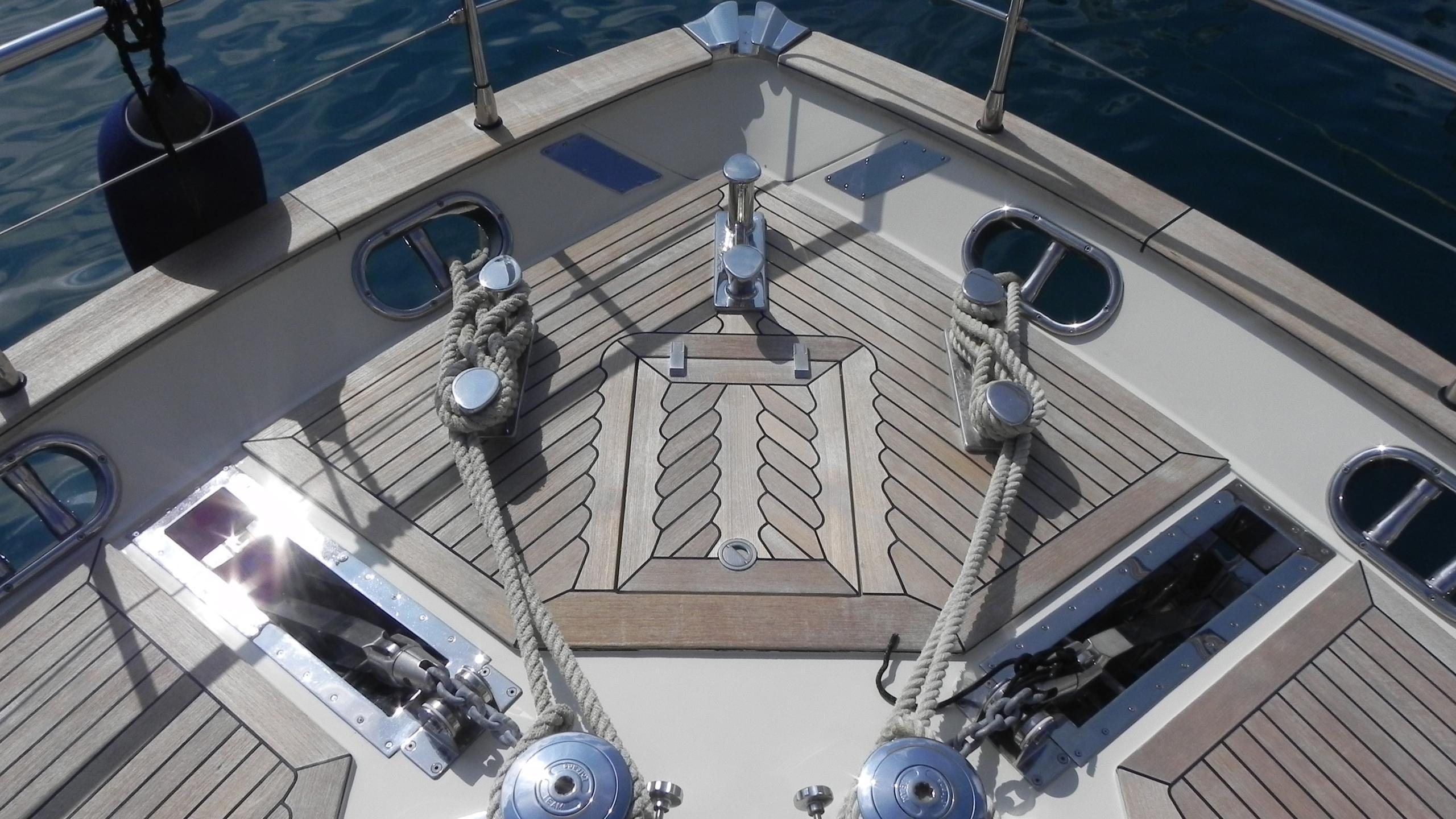 wedge-three-yacht-bow
