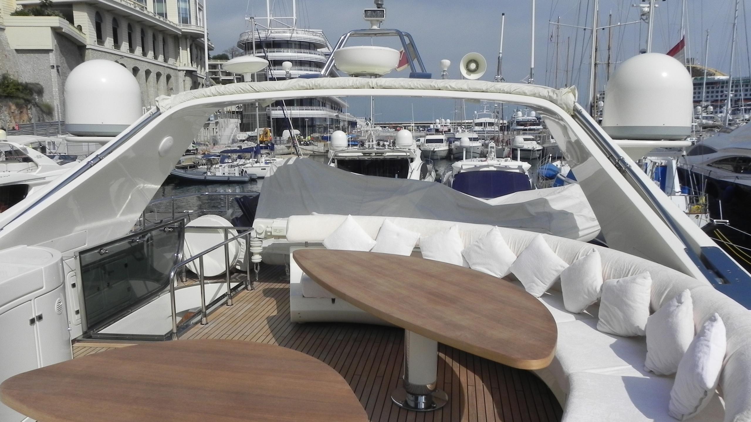 wedge-three-yacht-external-dining